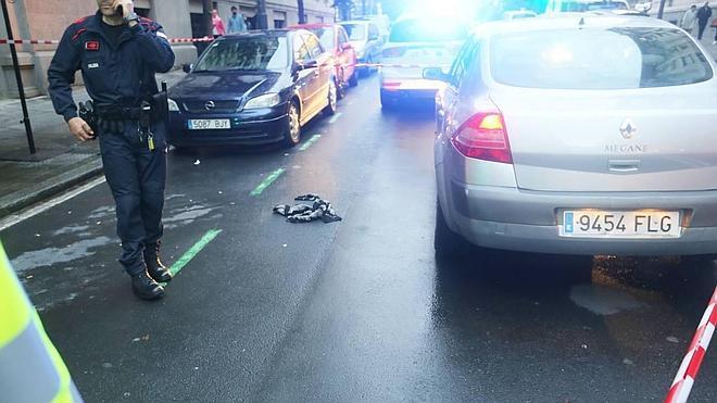 El detenido por apuñalar a un hombre en Bilbao trató de atropellar a los ertzainas con un coche robado