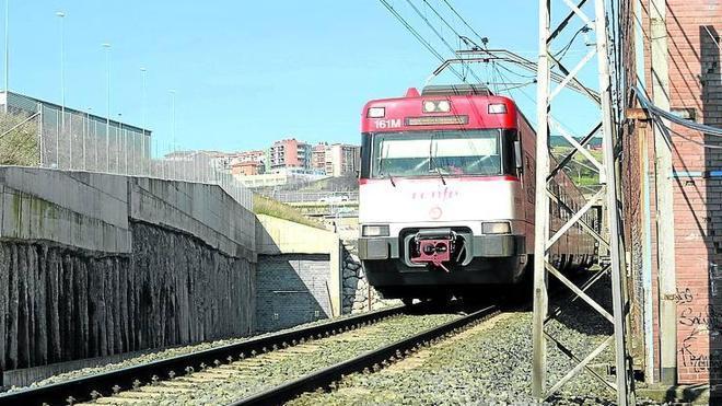 Fomento defiende sacar los trenes del Puerto por el túnel del Serantes y la zona minera hasta acabar la variante