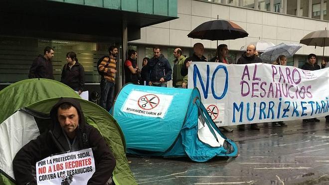 Las familias de Murrieta en Barakaldo recurren al Tribunal de Estrasburgo para paralizar su desahucio