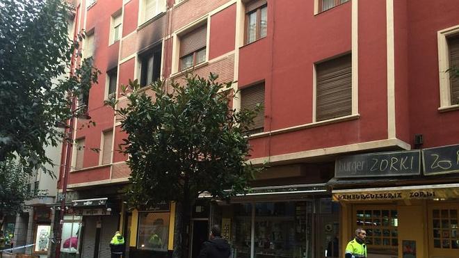 Un incendio en un piso de Barakaldo obliga a desalojar a diez familias