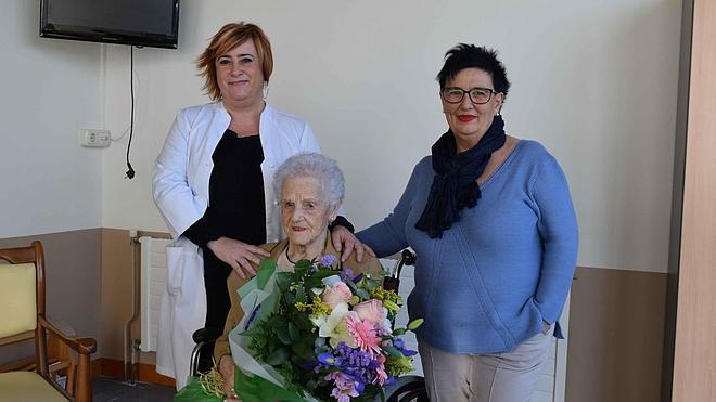 «Me hubiera gustado conducir», asegura Emilia Capelástegui a sus 101 años
