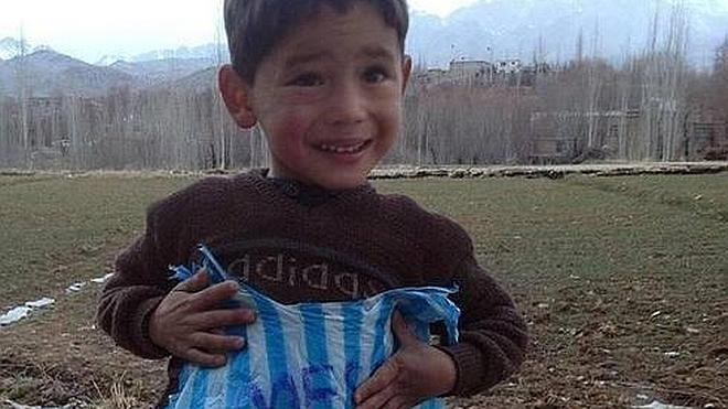 El pequeño 'Messi afgano' huyó de Afganistán por amenazas