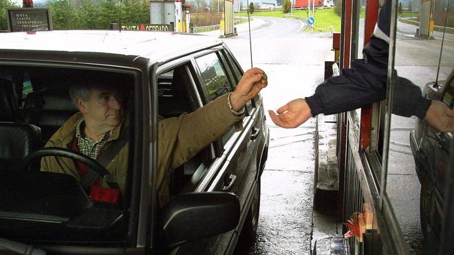 Los vizcaínos pagarán un máximo de 30 euros al mes por las autopistas de peaje forales