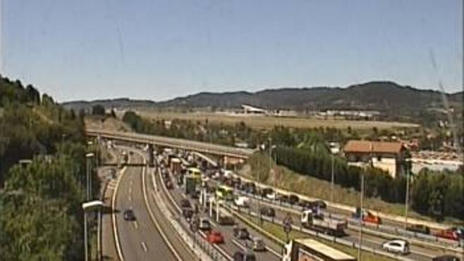 Restablecido el tráfico en Sondika tras un accidente múltiple