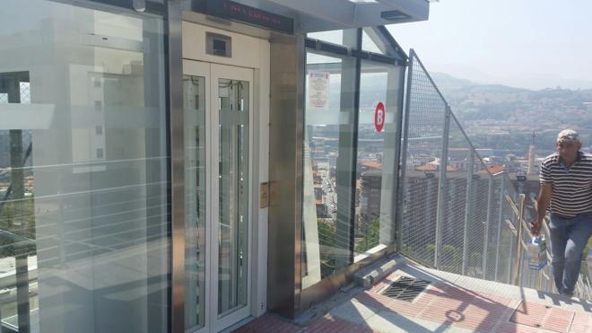 Atrapados en el ascensor de Arangoiti a treinta grados