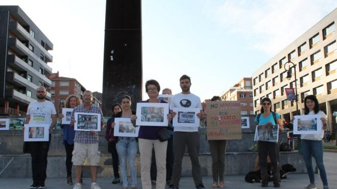 Protesta contra el 'akullu' en exhibiciones de idi probak en Leioa