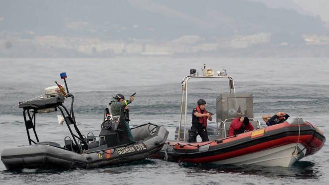 Espectacular simulacro contra el narcotráfico en Muskiz