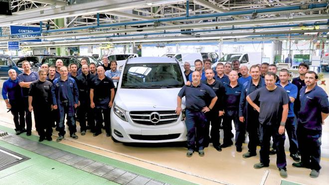 Mercedes-Vitoria lanza su vehículo 100.000 antes de arrancar el turno de noche