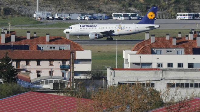 Aena insonorizará otras 400 viviendas en el entorno del aeropuerto de Loiu