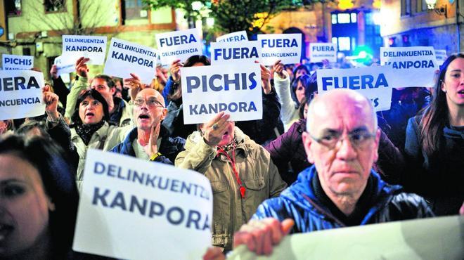 El ararteko sostiene que Vitoria «no podría negarse» a empadronar a los 'pichis'