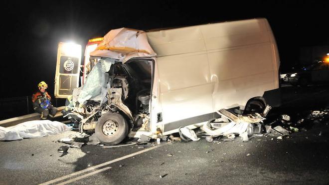 Fallecen dos personas en una triple colisión en la N-232 en Gimileo