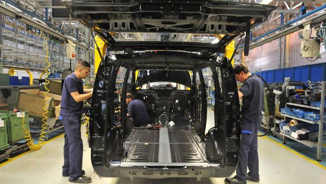 Mercedes, la principal empresa vasca, pacta su convenio con una minoría sindical y orilla a ELA