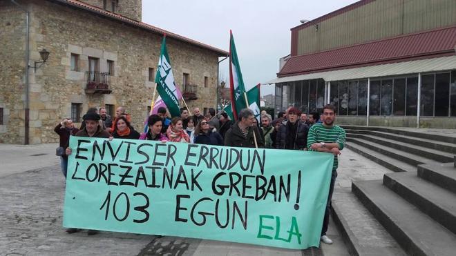 Los jardineros de Sondika en huelga rechazan la oferta de la empresa
