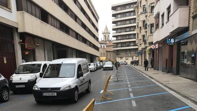 Avenida de La Rioja sigue recogiendo firmas y estudia otras acciones contra la 'zona azul'