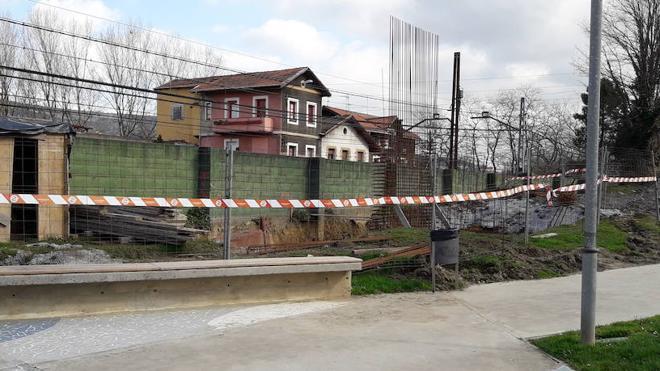 La Diputación paraliza la construcción de la pasarela aérea sobre las vías en Arkotxa