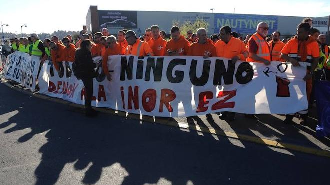 Protesta de estibadores en la inauguración de la nueva terminal de cruceros de Getxo
