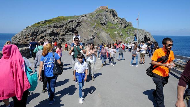 Bermeo revienta de turistas en Semana Santa gracias al tirón de Gaztelugatxe