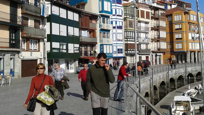 Bermeo planta un concurso de flores en el casco histórico para embellecer las fachadas