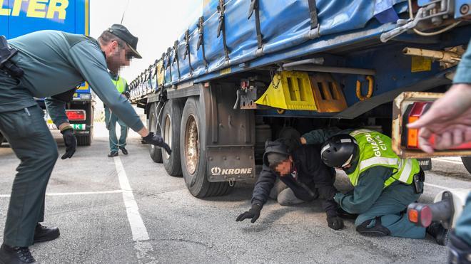 Descubiertos 27 inmigrantes ilegales en apenas dos días en el Puerto de Bilbao
