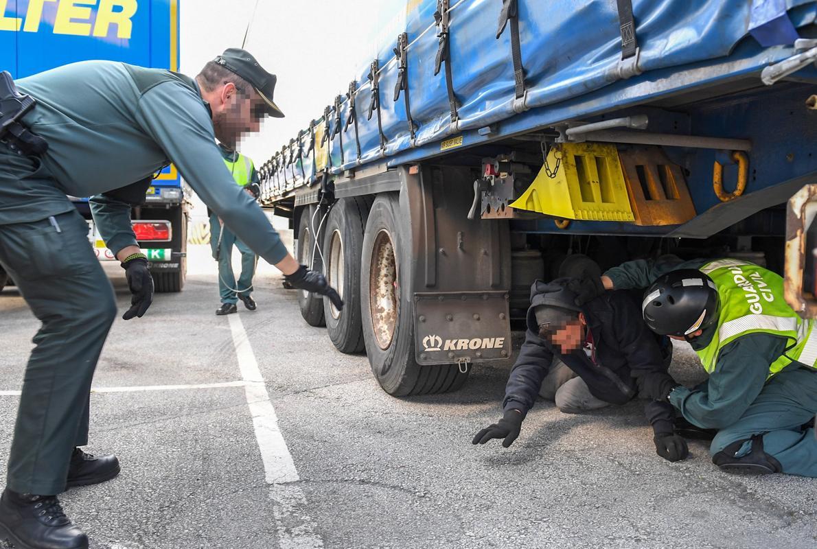 Los inmigrantes ilegales localizados por la Guardia Civil en el Puerto de Bilbao se triplican en un año