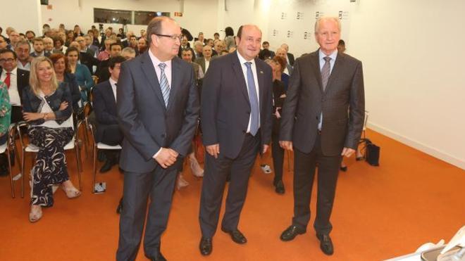 Ortuzar ofrece a Rajoy negociar los Presupuestos de 2018: «Hay muchas cosas que se nos adeudan»