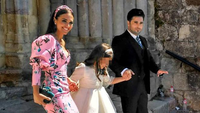 David Bustamante y Paula Echevarría, sonrientes en la comunión de su hija