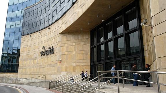 La Policía entra en la sede de ETB en una operación por fraude global en los contratos de la SGAE