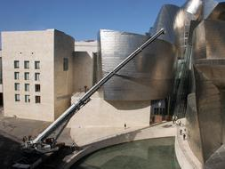 El Guggenheim Bilbao recibe la novena escultura de Richard